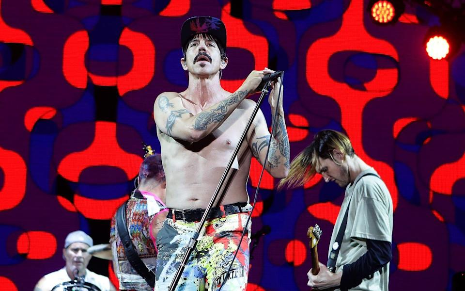 "<p>Anthony Kiedis und seine Mannen hatten scheinbar schon immer eine Vorliebe für Bandnamen im XXL-Format. So wurde aus ""Tony Flow and the Miraculously Majestic Masters of Mayhem"" eines Tages ""The Red Hot Chili Peppers"". (Bild: Chung Sung-Jun/Getty Images)</p>"