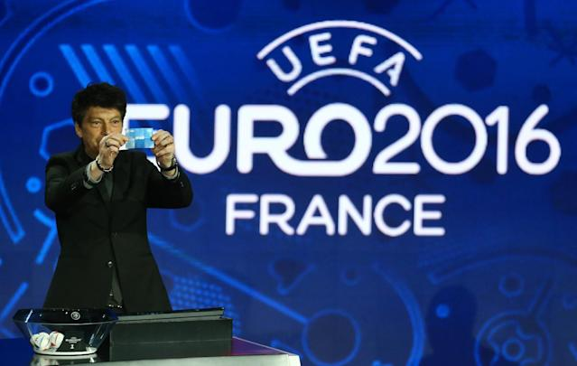 Russian former soccer goalkeeper Rinat Dasayev shows the draw of Spain, during the UEFA EURO 2016 qualifying draw ceremony at the Acropolis Convention Centre in Nice, southeastern France, Sunday, Feb 23, 2014. (AP Photo/Lionel Cironneau)