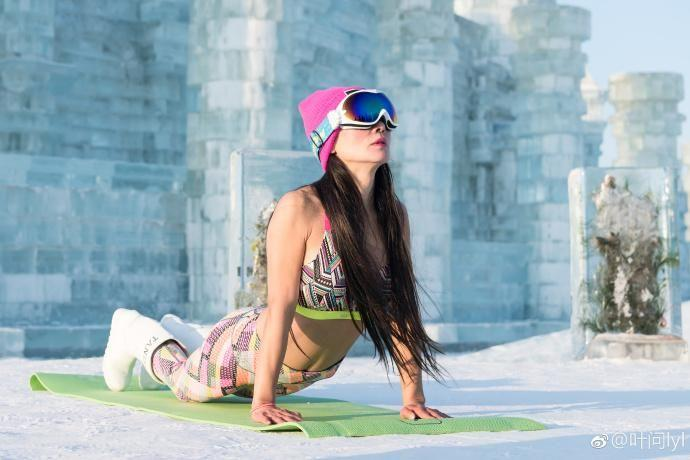 She was recently invited to practice yoga in the 'City of Ice'. Photo: Weibo