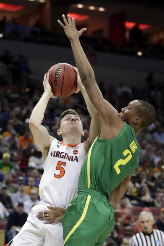 <p>Virginia's Kyle Guy (5) shoots against Oregon's Louis King (2) during the first half of a men's NCAA Tournament college basketball South Regional semifinal game, Thursday, March 28, 2019, in Louisville, Ky. (AP Photo/Michael Conroy) </p>