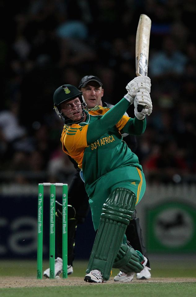HAMILTON, NEW ZEALAND - FEBRUARY 19:  Richard Levi of South Africa hits a six during the International Twenty20 match between New Zealand and South Africa at Seddon Park on February 19, 2012 in Hamilton, New Zealand.  (Photo by Sandra Mu/Getty Images)