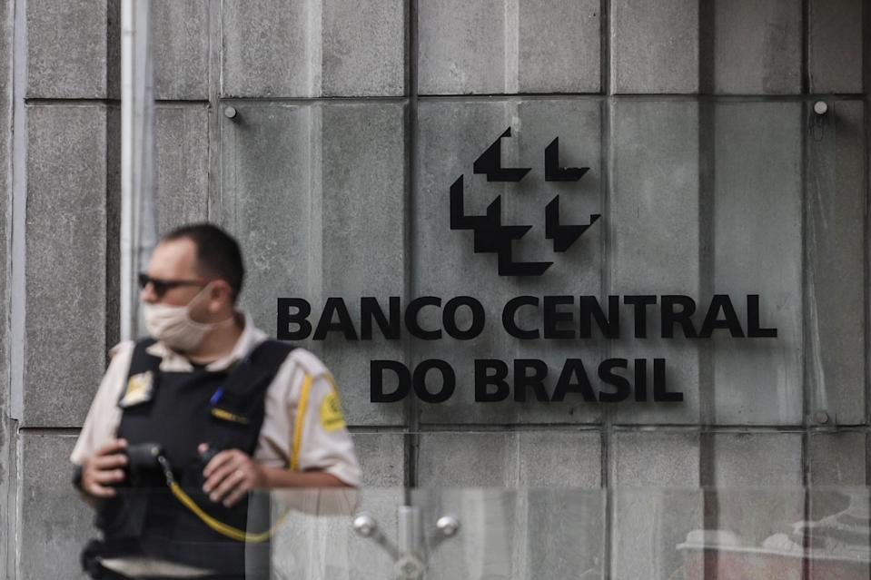 SAO PAULO, June 25, 2020 -- A security guard wearing a face mask stands by the building of Brazil's central bank in Sao Paulo, Brazil, on June 25, 2020. (Photo by Rahel Patrasso/Xinhua via Getty) (Xinhua/ via Getty Images)