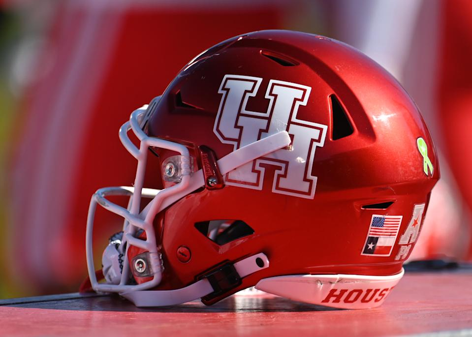 EAST HARTFORD, CT - OCTOBER 19: Houston Cougars helmet during the game between the UConn Huskies and the Houston Cougars on October 19, 2019 at Rentschler Field in East Hartford, CT (Photo by Williams Paul/Icon Sportswire via Getty Images)