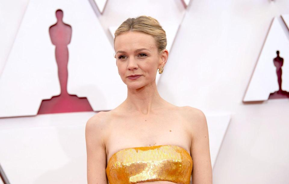 <p>Makeup artist Georgie Eisdell created a sultry nude tonal look for the Oscar nominee's golden red carpet moment. The key to the look? Glowing golden skin with a little help from a CurrentBody LED Light device, which boosts collagen. </p>
