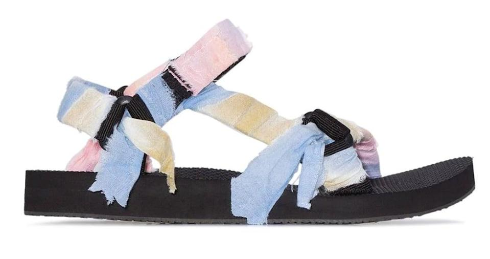 "<p>These watercolors are hard to resist.</p> <p><a href=""https://www.popsugar.com/buy/Arizona-Love-Panelled-Knotted-Flat-Sandals-573341?p_name=Arizona%20Love%20Panelled%20Knotted%20Flat%20Sandals&retailer=farfetch.com&pid=573341&price=135&evar1=fab%3Aus&evar9=47446893&evar98=https%3A%2F%2Fwww.popsugar.com%2Ffashion%2Fphoto-gallery%2F47446893%2Fimage%2F47463674%2FArizona-Love-Panelled-Knotted-Flat-Sandals&list1=sandals%2Cshoes%2Ctrends%2Csummer%2Cfashion%20shopping&prop13=mobile&pdata=1"" class=""link rapid-noclick-resp"" rel=""nofollow noopener"" target=""_blank"" data-ylk=""slk:Arizona Love Panelled Knotted Flat Sandals"">Arizona Love Panelled Knotted Flat Sandals</a> ($135) </p>"