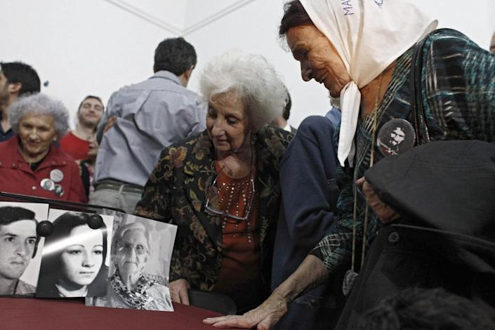 Estela de Carlotto (2-R), the president of the Human Rights organization Abuelas de Plaza de Mayo, an association that seeks to reunite babies stolen during the military regime with their parents, in Buenos Aires on August 22, 2014 (AFP Photo/)