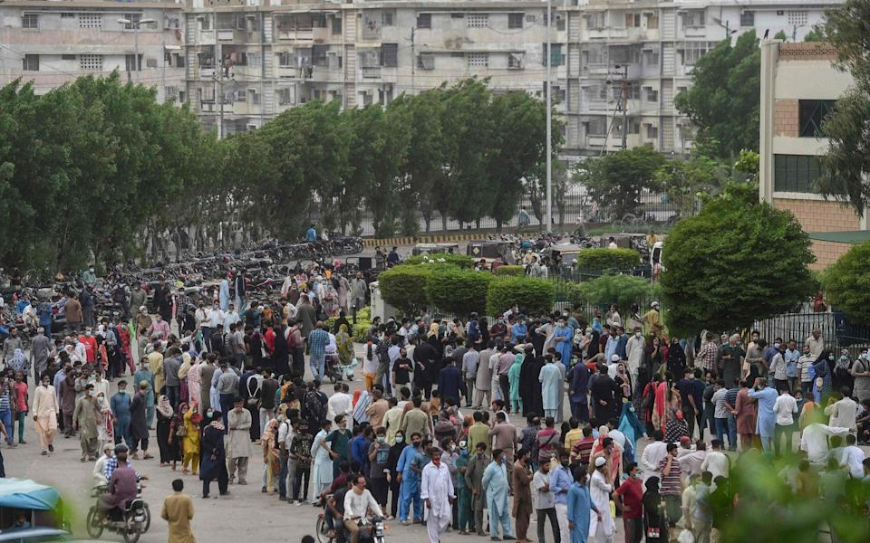 Large crowds queue to get vaccinated against Covid-19 in Karachi, Pakistan on 29 July 2021 - Asif Hassan/AFP