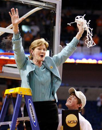 Tennessee coach Pat Summitt holds up the net after Tennessee defeated Stanford to win the NCAA Women's championship basketball game in Tampa, Florida, United States April 8, 2008.     REUTERS/Pierre Ducharme/File Photo
