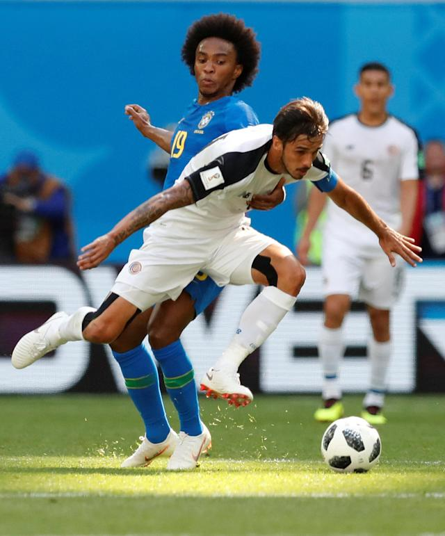 Soccer Football - World Cup - Group E - Brazil vs Costa Rica - Saint Petersburg Stadium, Saint Petersburg, Russia - June 22, 2018 Costa Rica's Bryan Ruiz in action with Brazil's Willian REUTERS/Carlos Garcia Rawlins