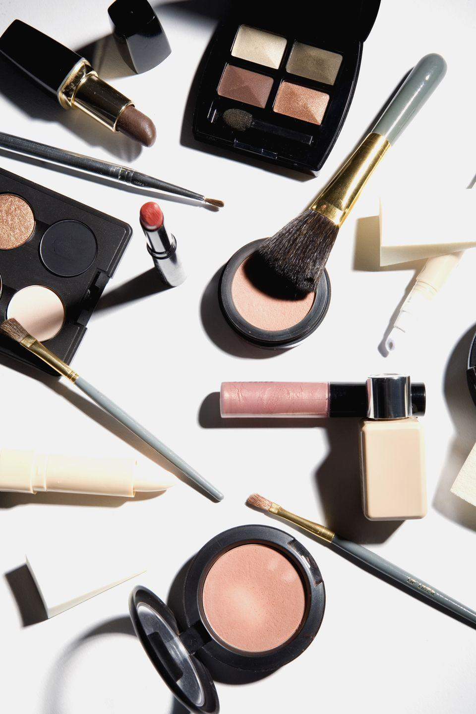 """<p>Pare down your <a href=""""https://www.womansday.com/style/beauty/"""" rel=""""nofollow noopener"""" target=""""_blank"""" data-ylk=""""slk:cosmetics"""" class=""""link rapid-noclick-resp"""">cosmetics</a> so that it all fits in one portable bag.</p><p><strong><a class=""""link rapid-noclick-resp"""" href=""""https://www.amazon.com/habe-Travel-Makeup-Bag-Mirror/dp/B07533PN55/ref=sr_1_6_s_it?s=beauty&ie=UTF8&qid=1544815723&sr=1-6&keywords=Cosmetic%2Bbag&tag=syn-yahoo-20&ascsubtag=%5Bartid%7C10070.g.3310%5Bsrc%7Cyahoo-us"""" rel=""""nofollow noopener"""" target=""""_blank"""" data-ylk=""""slk:SHOP MAKEUP BAGS"""">SHOP MAKEUP BAGS</a></strong></p>"""