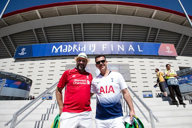 A supporter of Liverpool with a supporter of Tottenham before the UEFA Champions League final (Photo by David S. Bustamante/Soccrates/Getty Images)