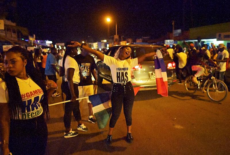 People celebrate in the streets after hearing of the confirmed departure of former Gambian leader Yahya Jammeh in Banjul on January 21, 2017 (AFP Photo/CARL DE SOUZA)