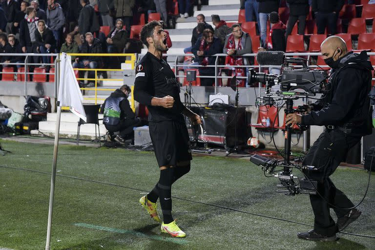 Gonçalo Paciencia celebrated in injury time, for Eintracht Frankfurt 1-0 over Antwerp, as a visitor.