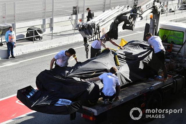 "El Mercedes F1 W11 de Lewis Hamilton regresa a pits <span class=""copyright"">Mark Sutton / Motorsport Images</span>"