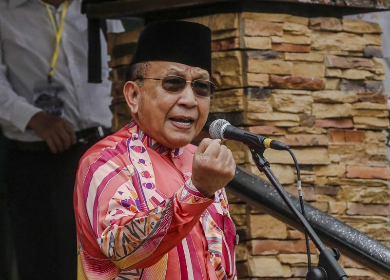 Tan Sri Rais Yatim says it is unfair to label BR1M as a political bribe to all. — Picture by Firdaus Latif