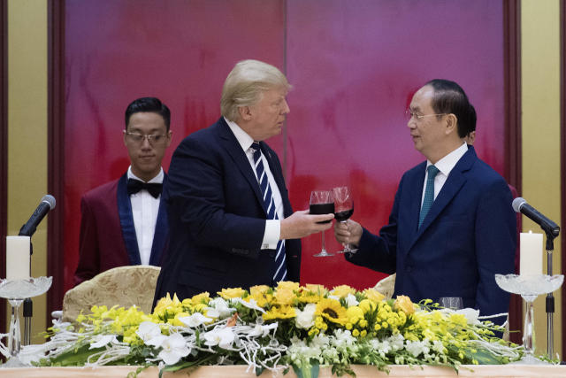 Vietnamese President Tran Dai Quang toasts President Donald Trump during a state dinner in Hanoi on Nov. 11, 2017. (JIM WATSON via Getty Images)
