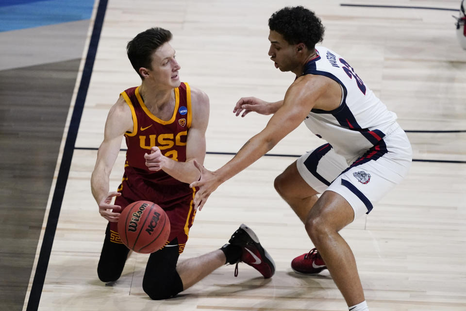 Gonzaga forward Anton Watson, right, tries to steal the ball from Southern California guard Drew Peterson, left, during the first half of an Elite 8 game in the NCAA men's college basketball tournament at Lucas Oil Stadium, Tuesday, March 30, 2021, in Indianapolis. (AP Photo/Darron Cummings)