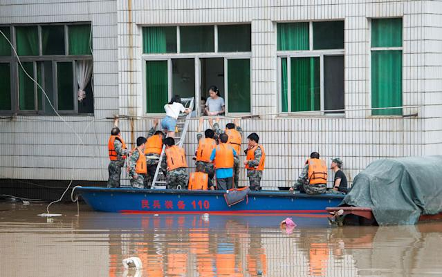 <p>Rescuers evacuate people during a flood in Xinshao county, Hunan province, China, July 2, 2017. (Photo: Stringer/Reuters) </p>