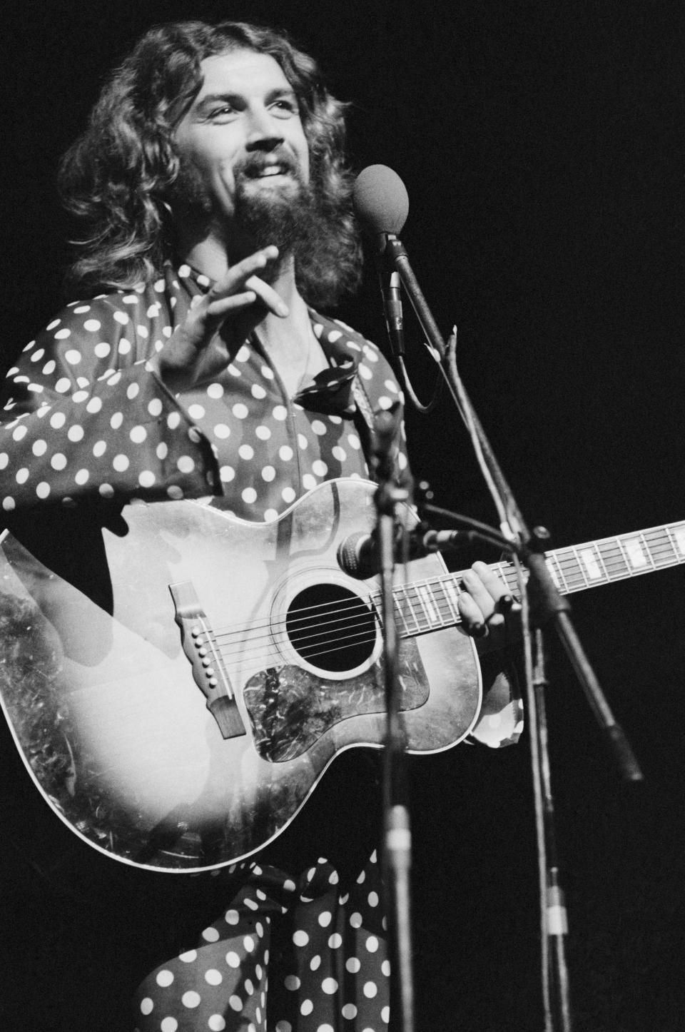 Scottish comedian and folk singer Billy Connolly performing at the New Victoria Theatre (now the Apollo Victoria Theatre), London, 15th October 1975. (Photo by Michael Putland/Getty Images)