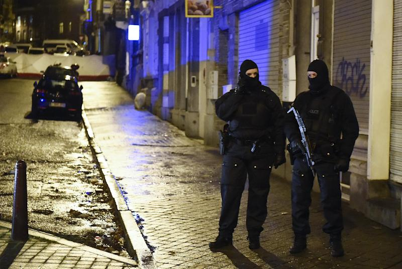 Police stand guard in Verviers on January 15, 2015, after two men were reportedly killed during an anti-terrorist operation (AFP Photo/John Thys)