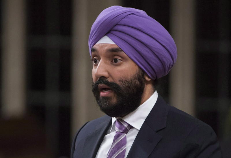 Canada minister tells of USA  airport security hassles over turban