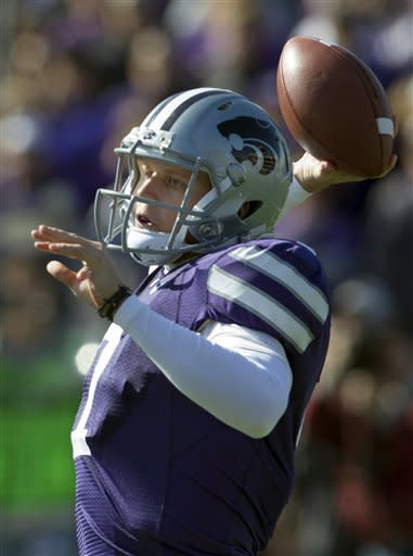Kansas State quarterback Collin Klein (7) passes to a teammate during the first half of an NCAA college football game against Texas Tech in Manhattan, Kan., Saturday, Oct. 27, 2012. Kansas State defeated Texas Tech 55-24. (AP Photo/Orlin Wagner)