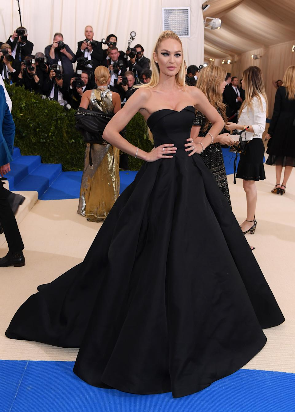 """<h1 class=""""title"""">Candice Swanepoel in Topshop</h1><cite class=""""credit"""">Photo: Shutterstock</cite>"""