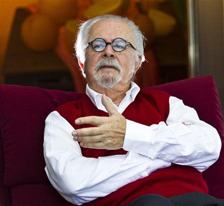 Colombian figurative artist Fernando Botero speaks during an interview with Reuters in his apartment in New York, October 30, 2013. REUTERS/Eduardo Munoz