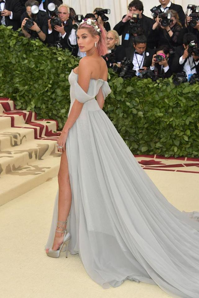 <p>Baldwin looked ethereal in Tommy Hilfiger. (Photo: Getty Images) </p>