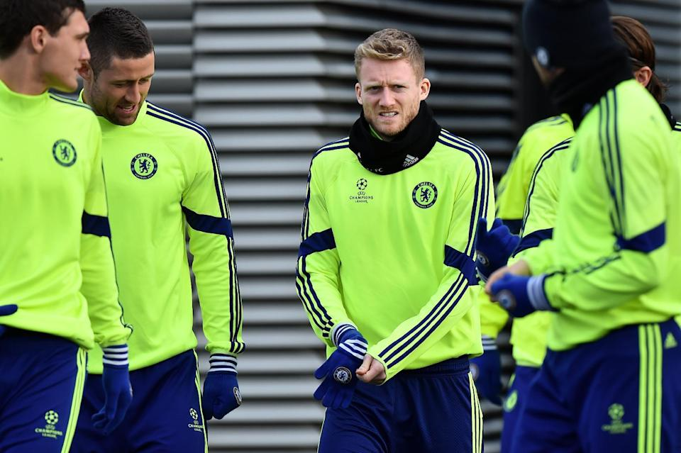Chelsea's Andre Schurrle (C) arrives for a training session on December 9, 2014 (AFP Photo/Ben Stansall)
