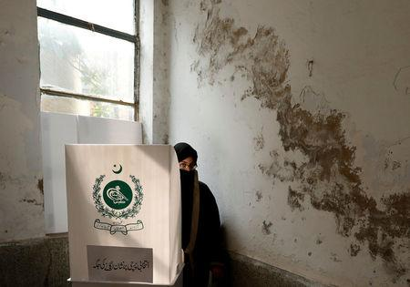 A woman casts her ballot at a polling station during general election in Rawalpindi, Pakistan July 25, 2018. REUTERS/Faisal Mahmood
