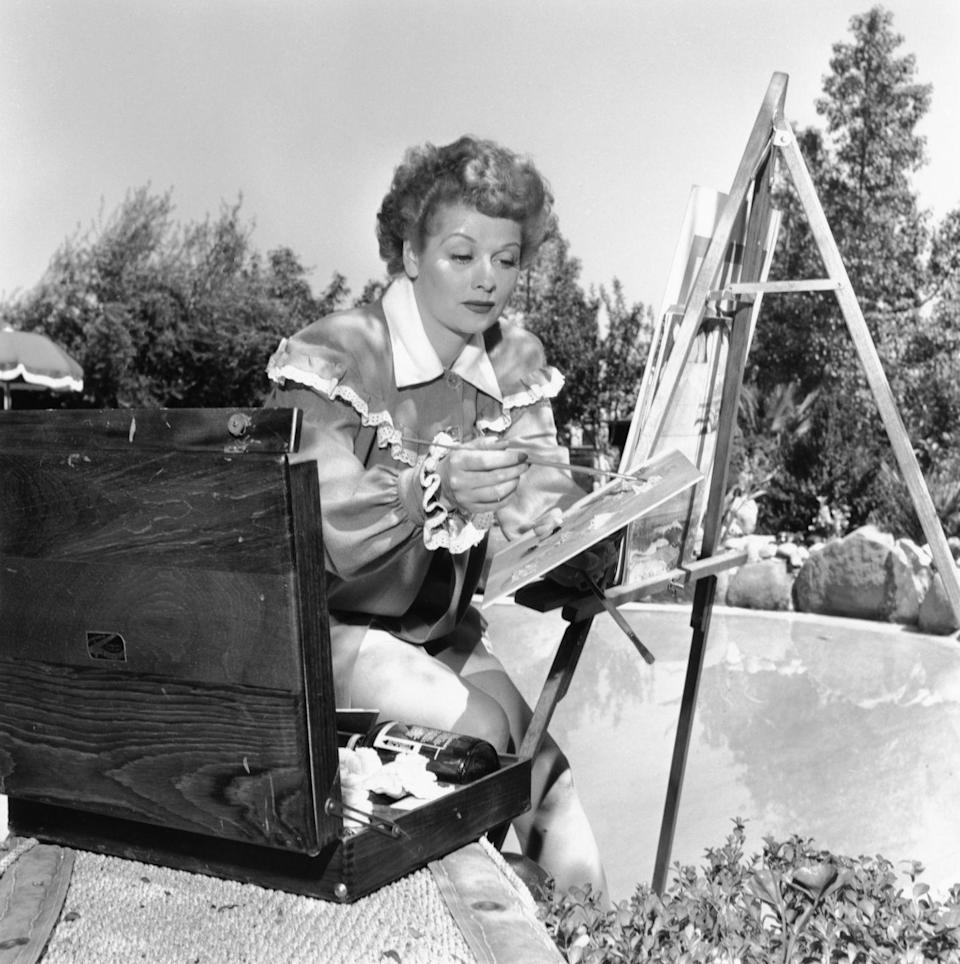 <p>The comedian pulls out her paint set on a sunny day in the backyard of her California home. </p>