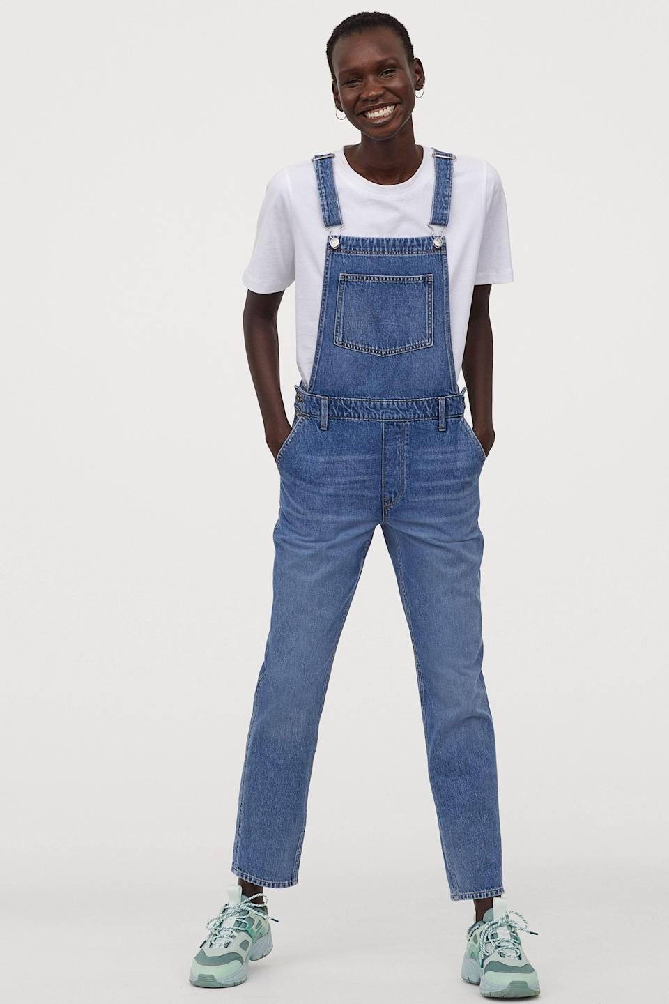 """<p><strong>H&M</strong></p><p>hm.com</p><p><strong>$39.99</strong></p><p><a href=""""https://go.redirectingat.com?id=74968X1596630&url=https%3A%2F%2Fwww2.hm.com%2Fen_us%2Fproductpage.0426019009.html&sref=https%3A%2F%2Fwww.goodhousekeeping.com%2Fholidays%2Fg32302046%2Ffourth-of-july-outfit-ideas%2F"""" rel=""""nofollow noopener"""" target=""""_blank"""" data-ylk=""""slk:Shop Now"""" class=""""link rapid-noclick-resp"""">Shop Now</a></p><p>The Forth of July is the perfect time to take advantage of <a href=""""http://www.goodhousekeeping.com/beauty/fashion/g32190560/how-to-wear-overalls-outfits/"""" rel=""""nofollow noopener"""" target=""""_blank"""" data-ylk=""""slk:a classic pair of overalls"""" class=""""link rapid-noclick-resp"""">a classic pair of overalls</a>. Not only are they super versatile and easy to style, but they can also be worn from a pre-parade brunch to lighting sparklers with the kids. </p>"""