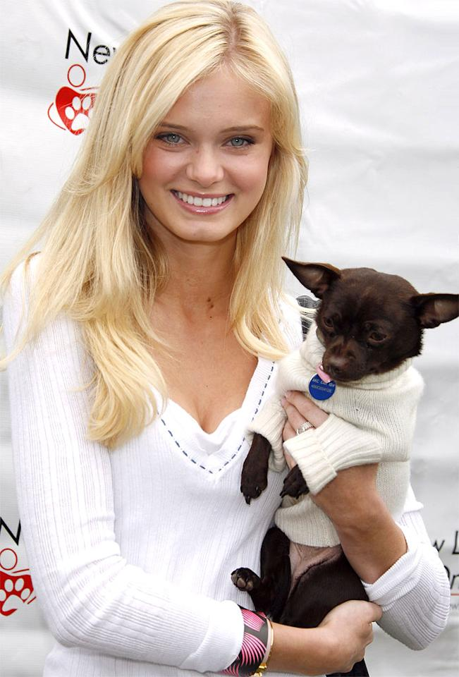 "Sara Paxton's doggy dons a white sweater. Jean Baptiste Lacroix/<a href=""http://www.wireimage.com"" target=""new"">WireImage.com</a> - April 22, 2007"
