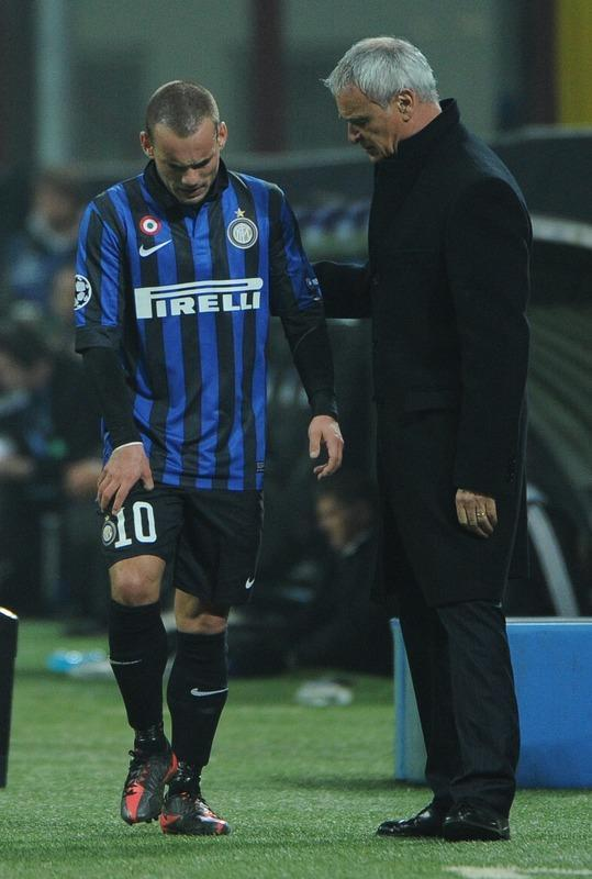 Inter Milan's Dutch midfielder Wesley Sneijder (L) reacts after being substituted against Marseille during their second leg Champions League round of 16 football match in Milan's San Siro Stadium on March 13, 2012. AFP PHOTO / OLIVIER MORIN