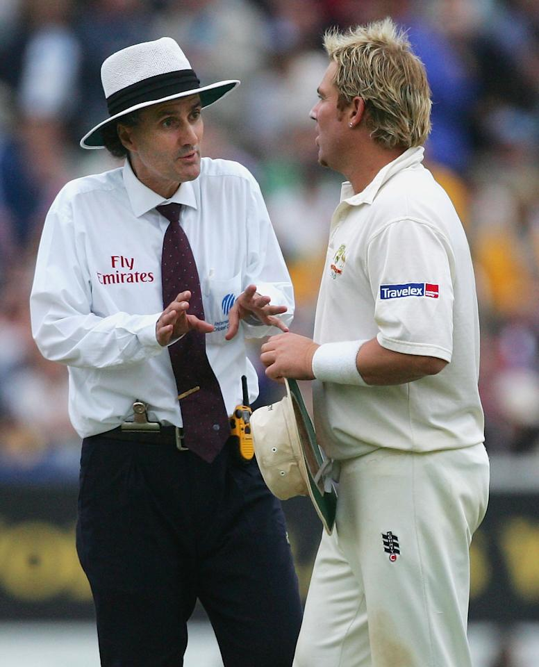 LONDON - SEPTEMBER 11:  Umpire Billy Bowden talks to Shane Warne of Australia as bad light stops play during day four of the Fifth npower Ashes Test between England and Australia played at The Brit Oval on September 11, 2005 in London, United Kingdom.  (Photo by Hamish Blair/Getty Images)