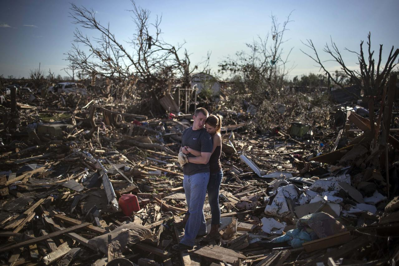 RNPS - PICTURES OF THE YEAR 2013 - Danielle Stephan holds boyfriend Thomas Layton as they pause between salvaging through the remains of a family member's home one day after a tornado devastated the town Moore, Oklahoma, in the outskirts of Oklahoma City May 21, 2013. Rescuers went building to building in search of victims and thousands of survivors were homeless after a massive tornado tore through the Oklahoma City suburb of Moore, wiping out whole blocks of homes and killing at least 24 people. REUTERS/Adrees Latif (UNITED STATES - Tags: DISASTER ENVIRONMENT TPX)