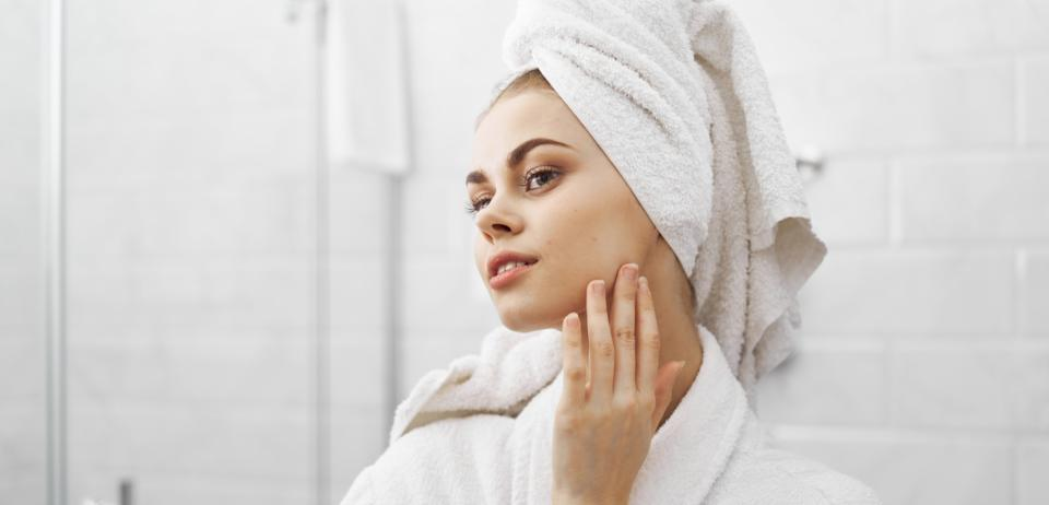 Now's your chance to save 40% on this K-beauty serum that soothes irritated skin. (Image via Getty Images)