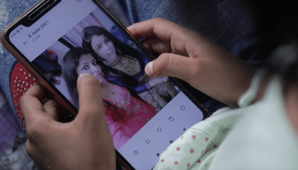 """<div class=""""paragraphs""""><p>Naziya looking at her mother's photo on her phone. </p></div>"""