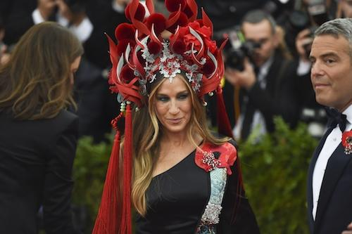 Sarah Jessica Parker arrives at the Costume Institute Gala Benefit at The Metropolitan Museum of Art May 5, 2015 in New York.  AFP PHOTO / TIMOTHY A. CLARY        (Photo credit should read TIMOTHY A. CLARY/AFP/Getty Images)