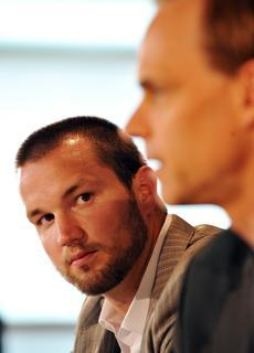 Rick Nash looks on as Columbus GM Scott Howson speaks at a 2009 press conference that announced Nash's contract extension