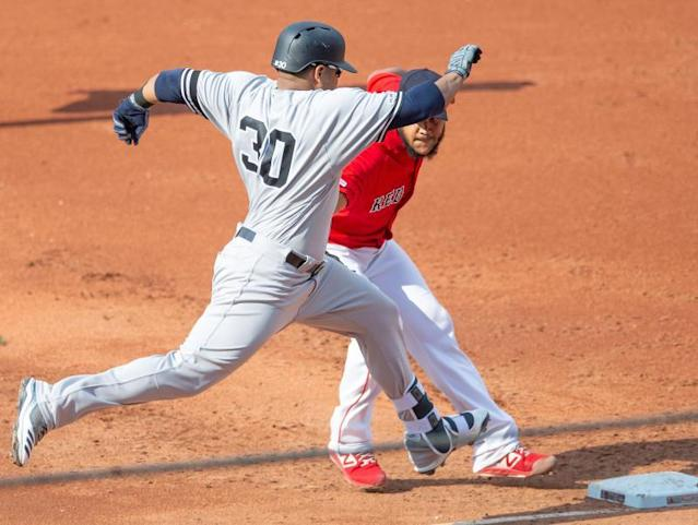 Boston Red Sox starting pitcher Eduardo Rodriguez (R) puts the tag on New York Yankees' Edwin Encarnacion (L) during the third inning at Fenway Park in Boston, Massachusetts, USA 27 July 2019. This is the third of a four game series at Boston. (Estados Unidos, Nueva York) EFE/CJ GUNTHER