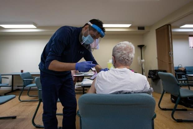 Saskatchewan long-term care homes will start allowing more visitors next week. Up to 25 per cent of eligible health workers in province remain unvaccinated. (Evan Mitsui/CBC - image credit)