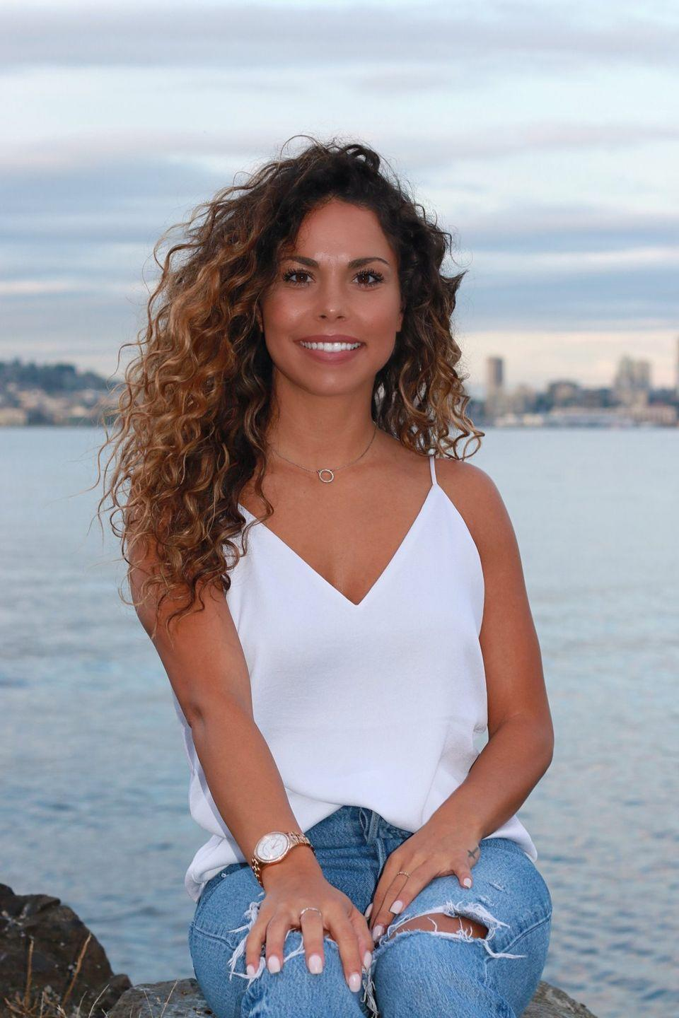 """<p>Kimberly is a talent acquisition partner at Alaska Airlines, which she describes as """"corporate America."""" She lives in the Seattle area.</p><p>She's a Washington State University alum and previously worked for Nordstrom and Kaiser Permanente. Chris says she has a great sense of humor with a """"big bubbly personality,"""" and arrives with a """"fishy entrance.""""<br></p><p><strong>Age: 28</strong></p><p><strong>Hometown: Lake Tapps, WA</strong></p><p><strong>I</strong><strong>n</strong><strong>stagram: <a href=""""https://www.instagram.com/kimberlycourneya/"""" rel=""""nofollow noopener"""" target=""""_blank"""" data-ylk=""""slk:@kimberlycourneya"""" class=""""link rapid-noclick-resp"""">@kimberlycourneya</a></strong></p>"""