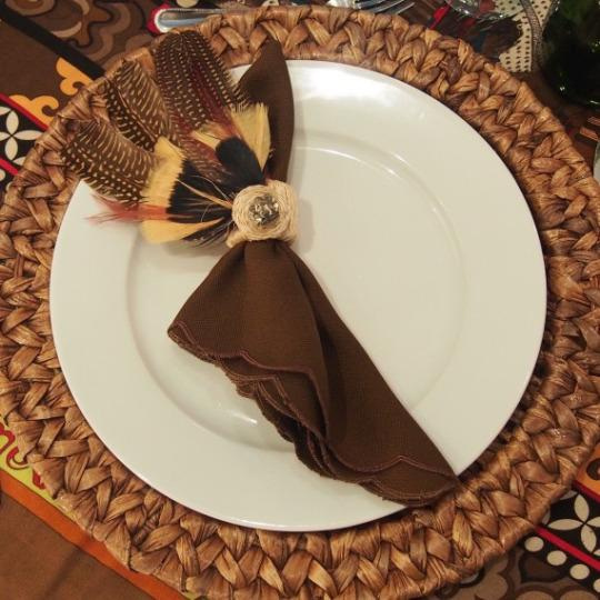 Diy feather napkin rings for a fall tablescape for Diy fall napkin rings