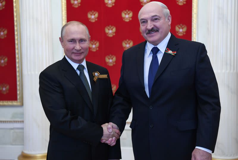 Putin bets on Lukashenko keeping power in Belarus for now: sources