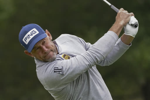 Westwood makes 2 eagles in 9-under 62, leads Scottish Open