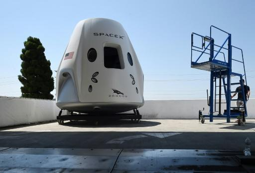 SpaceX vows manned flight to space station is on track