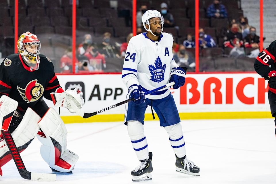 OTTAWA, ON - SEPTEMBER 29: Toronto Maple Leafs right wing Wayne Simmonds (24) sets up in front of Ottawa Senators goaltender Mads Sogaard (33) during third period National Hockey League preseason action between the Toronto Maple Leafs and Ottawa Senators on September 29, 2021, at Canadian Tire Centre in Ottawa, ON, Canada. (Photo by Richard A. Whittaker/Icon Sportswire via Getty Images)