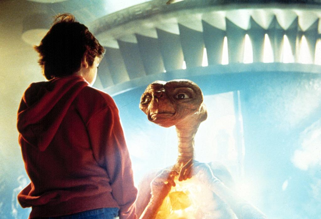 """<b>E.T.</b><br><a href=""""http://movies.yahoo.com/movie/et-the-extraterrestrial/"""">""""E.T. the Extra-Terrestrial</a>"""" (1982)"""
